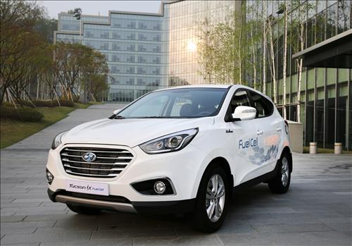 South Korea will fuel demand for hydrogen cell cars by making them more affordable and building up necessary infrastructure, the government said Tuesday. (Image : Yonhap)