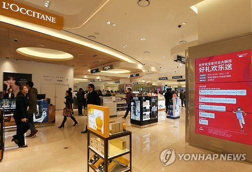 A joint venture between Hotel Shilla and Hyundai Development partially opened their new duty-free store in downtown Seoul on Thursday, gearing up for a grand opening in March. (Image : Yonhap)
