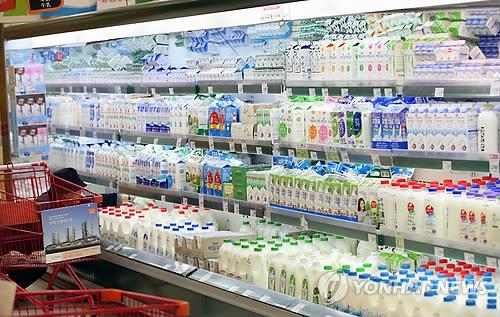 The picture shows a refrigerator filled with milk cartons in a supermarket in Seoul. (Image : Yonhap)