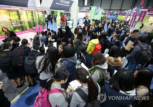 A survey revealed that more than half of high school students answered in a survey conducted, that if they were to receive 1 billion won, they would be willing to commit crimes. (Image : Yonhap)