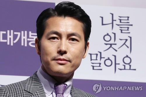 """Actor Jung Woo-sung says he's never thought of becoming a producer -- though that's exactly the role he played, in addition to the male lead, for the upcoming indie film """"Don't Forget Me."""" (Image : Yonhap)"""