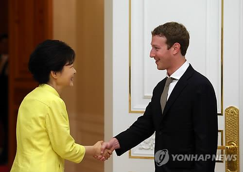 President Park Geun-hye expressed hopes on Thursday that more people will donate, citing her email conversation with Facebook CEO Mark Zuckerberg. (Image : Yonhap)