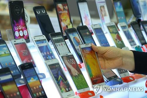 Seoul Metro, which manages lines No.1 to No.4, announced that it will open stores that buy used mobile phones at 12 subway stations including Seoul Station, in a bid to stop wasting resources and promote reusing and recycling. (Image : Yonhap)