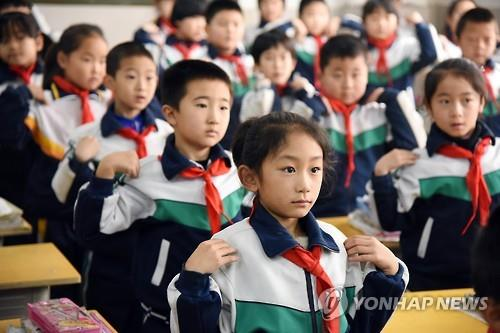 Chinese media have reported that students in China spend an average of three hours per day doing homework, which was double the world average. (Image : Yonhap)