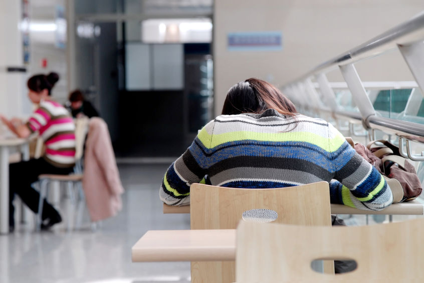 A new generation called the 'NG' generation in growing in prominence. 'NG' is short for 'No Graduation', and refers to college students who postpone their graduation to prepare for employment. Last year the number of students who postponed their graduation exceeded 20,000. (Image : Kobizmedia / Korea Bizwire)