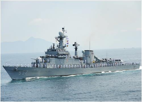 The Ulsan-class frigate ROKS Seoul (FF-952) was decommissioned by the Navy on Dec. 31, 2015 (Image : the Navy)
