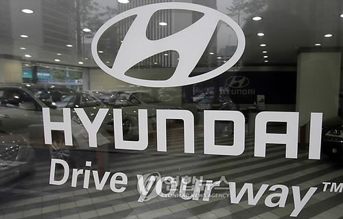 Unionized workers at Hyundai Motor Co., South Korea's leading carmaker, voted on Tuesday in favor of a tentative wage deal reached with the management that promises a pay raise, bonuses and other benefits. (Image : Yonhap)