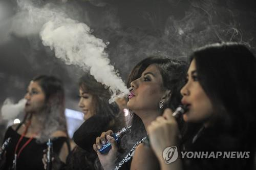 Compared to a person who quits smoking at the age of 85, a person who quits smoking at the age of 55 has a 50 percent lesser chance of suffering from lung cancer. (Image : Yonhap)
