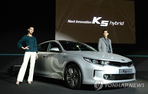 Sales of Kia Motors Corp.'s new K5 midsize sedan are rising again after a brief slump, thanks to steady demand from young drivers, industry data showed Thursday. (Image : Yonhap)