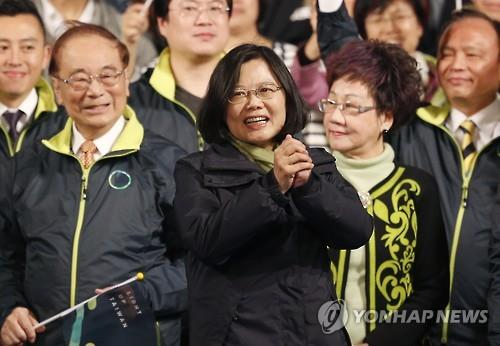 Taiwan's pro-independence politician Tsai Ing-wen celebrates her presidential election victory on Jan. 16, 2016. (Image : Yonhap)