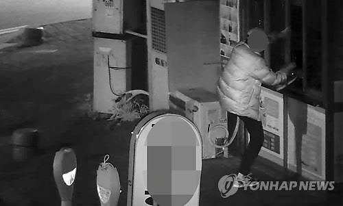 With the advancement of technology, not only have methods to prevent and solve robberies evolved, but also the concept of stealing has changed drastically. (Image : Yonhap)