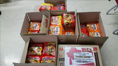 In the meantime, ramen noodles are being accepted at the movies in Goseong-gun,  Gyeongnam Province. The donated ramen noodles will be sent to senior citizens who live alone, or single-parent households. (Image : Yonhap)