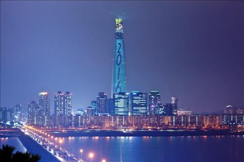 Lotte Tower Greets the New Year with Special Lights