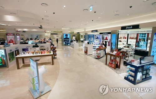 Two international airports in South Korea are set to review operational licenses for duty-free shops, but the upcoming bids are unlikely to become competitive due to sluggish profitability, industry sources said Wednesday. (Image : Yonhap)