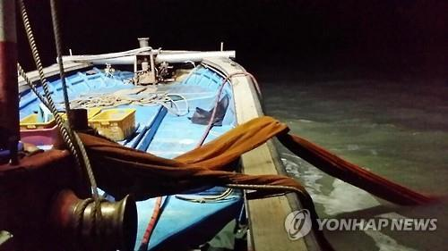 A mysterious accident in which three crewmen disappeared from a small fishing boat in the middle of the sea has been reported. (Image : Yonhap)