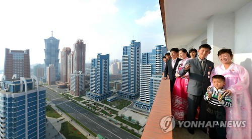 According to Daily NK, an online journal specializing in North Korea, citizens of Pyongyang are making efforts to avoid moving into new apartments built near the city's Future Scientist Street. The apartments have been said to be 'the proudest creations of the Kim Jong-un era'. (Image : Yonhap)