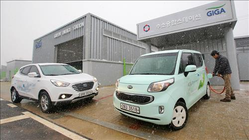 For the first time in Korea, the Gwangju Creative Economy Innovation Center (GCEIC) established by Hyundai Motor Group built a fusion station, a key infrastructure element for the realization of a 'hydrogen economy'. (Image : Yonhap)