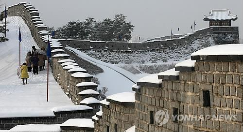 Suwon Welcomes Visitors with Traditional Events, Food