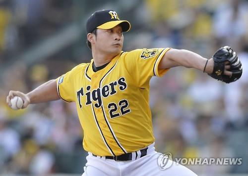 In this May 5, 2015, photo released by Kyodo News agency, Oh Seung-hwan pitches for the Hanshin Tigers against the Chunichi Dragons in Nippon Professional Baseball. Oh will travel to the United States soon for talks with interested major league clubs. (Image : Yonhap)