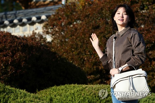 Actress Lee Young-ae filed a suit against the land owner of her 'DaeJangGum' restaurant, soap and café business for defamation, but lost. (Image : Yonhap)