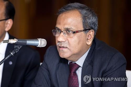 B. Sriram, the vice chairman of the State Bank of India, speaks during a press conference in Seoul on Jan. 13, 2016. (Image : Yonhap)