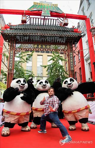 Hollywood actor Jack Black, who is visiting Korea to promote 'Kung fu Panda 3', will make an appearance on MBC's 'Infinite Challenge', which is one of the most popular real-variety shows in Korea. (Image : Yonhap)