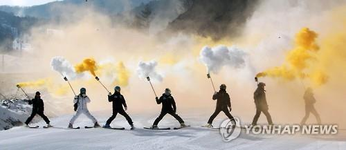 Skiers come down the slope at Jeongseon Alpine Centre in Jeongseon, Gangwon Province, during the opening ceremony of the venue on Jan. 22, 2016. (Image : Yonhap)