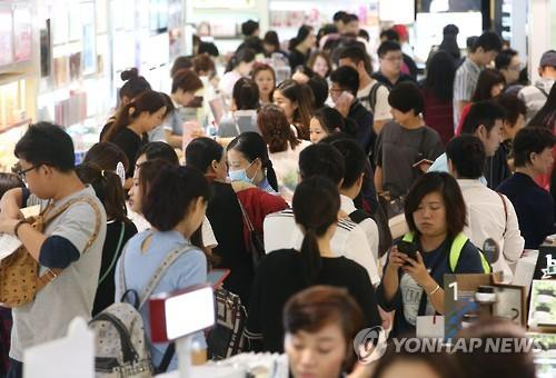 Fake Domestic Products Push Chinese Consumers to Shop Overseas