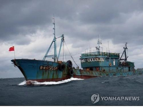 A Chinese fishing boat operates near Heuksan Island in the Yellow Sea. (Image : Yonhap)