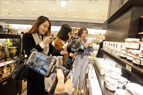 Galleria Duty Free 63, a new duty-free store located in Seoul's Yeouido financial district, will participate in the creation of video content as a marketing means to attract Chinese customers. (Image : Yonhap)