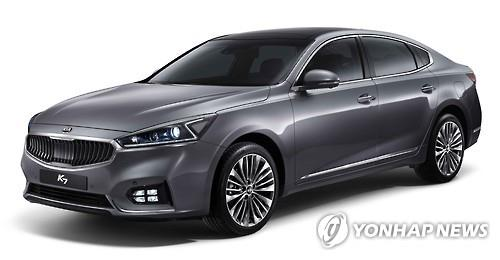 The new K7 features the letter 'Z' in its LED positioning lamp rear brake lights. (Image : Yonhap)