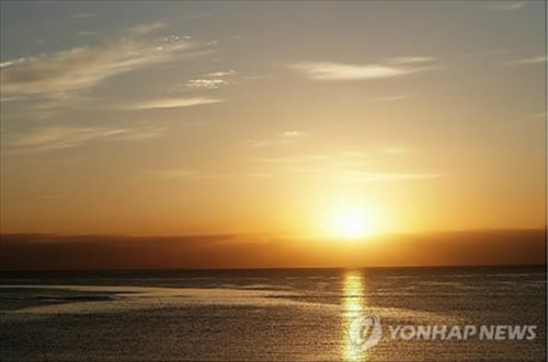 Research suggests that those who always feel tired might be lacking vitamin D, which is synthesized in the body when exposed to sunlight. (Image : Yonhap)