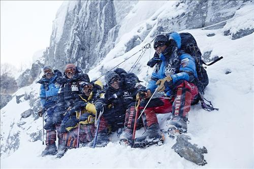 The film documents the touching story of mountaineer Um Hong-gil and his crew climbing the Himalayas to gather the body of a fellow mountaineer who died while climbing Mt. Everest. (Image : Yonhap)