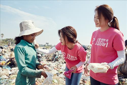 Girl's Day Volunteers for Children in Cambodia