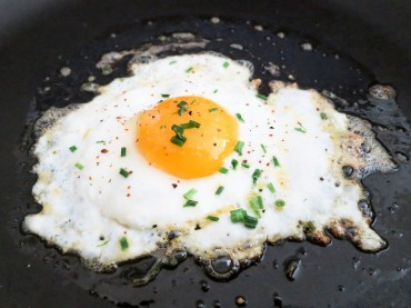 Restaurant Patrons File Suit Over a Fried Egg