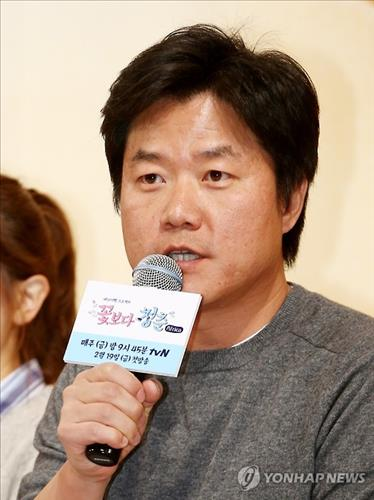 "Producer Na Young-seok of ""Youth over Flowers"" speaks to reporters at a press conference discussing the show's third season in Seoul on Feb. 18, 2016. (Image : Yonhap)"