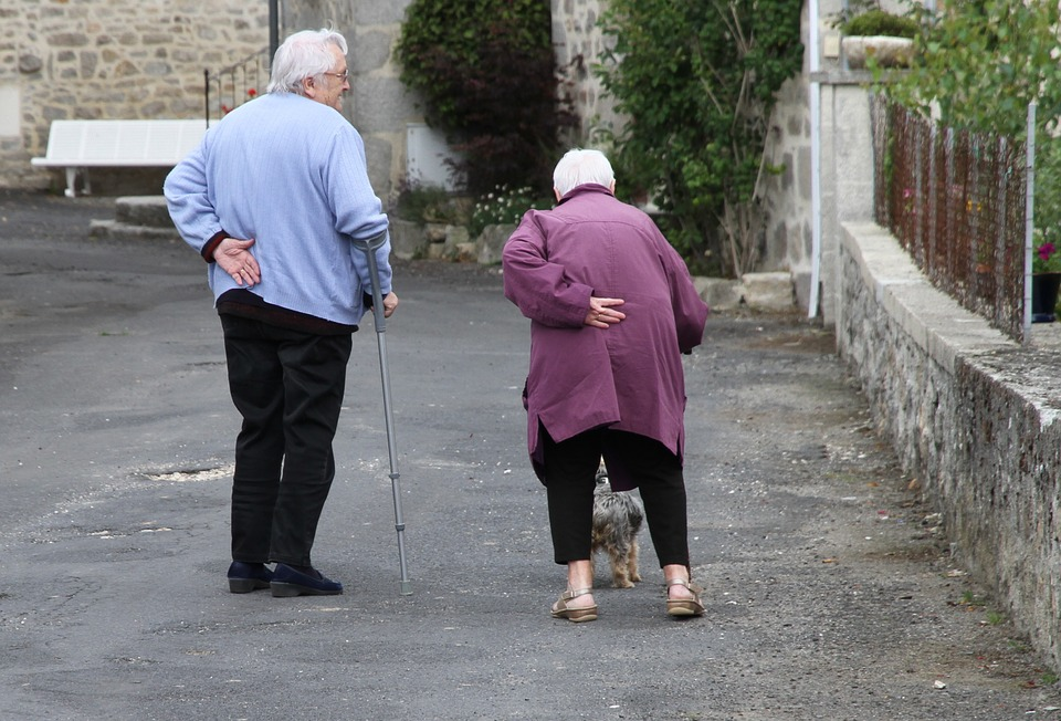 The Seoul Metropolitan Government has published a guidebook with tips on slowing down the development of dementia or even preventing it by changing home environments. (Image : Yonhap)