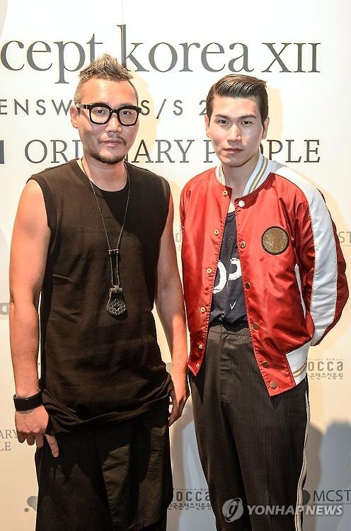 Korean designers Kang Dong-jun of DBYD(left) and Jang Hyung-chul of the menswear brand Ordinary People(right). (Image : Yonhap)