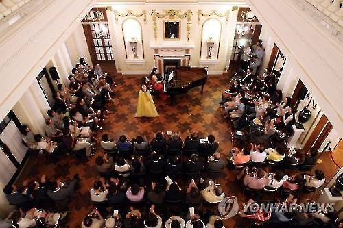 "A concert takes place in Deoksu Palace on the ""Culture Day"" in Seoul on Aug. 26, 2015. (Image : Yonhap)"