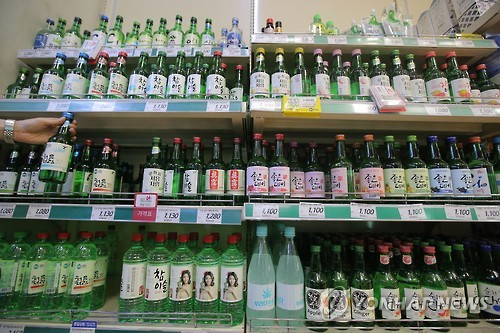 Soju, makgeolli, energy drinks, instant coffee mixes and sanitary napkins were also popular items on the shopping lists of foreigners visiting Korea. (Image : Yonhap)