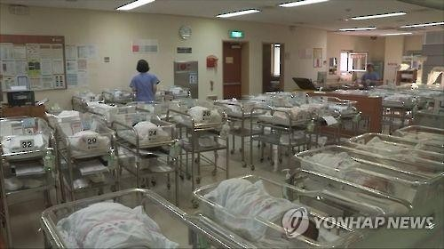 The number of babies born last year came to about 438,700, up 0.8 percent, or 3,300, from a year earlier. (Image : Yonhap)