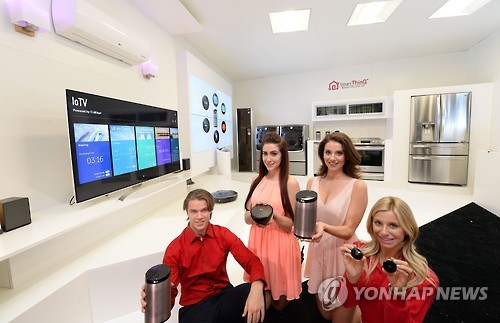 LG Electronics Inc. was more profitable than Samsung Electronics Co. in the home appliance business in 2015 despite a huge gap in their overall revenue, industry data showed Sunday. (Image : Yonhap)