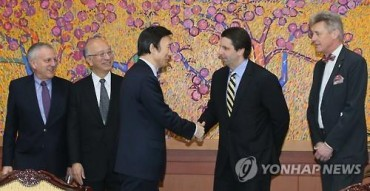FM Yun Talks About N. Korea with Foreign Envoys