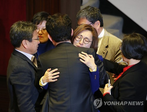 Eun's sincerity was on display for all to see through her filibuster. The last stages of her arguments moved the hearts of many, especially young people. (Image : Yonhap)