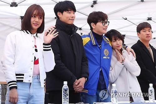 "Casts for ""Reply 1988"" meet with fans in Seoul on Feb 15, 2016 (Image : Yonhap)"