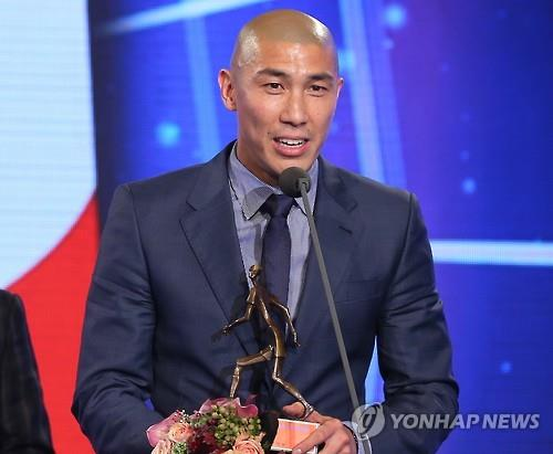 A Seoul court dismissed a suit filed by retired footballer Cha Du-ri seeking a divorce from his wife, court officials said Thursday. (Image : Yonhap)