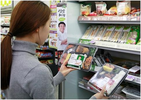 For the first time in the 27 years since convenience stores were introduced in Korea, sales of boxed lunches climbed to the top, exceeding sales of popular products such as alcohol and banana milk. (Image : Yonhap)