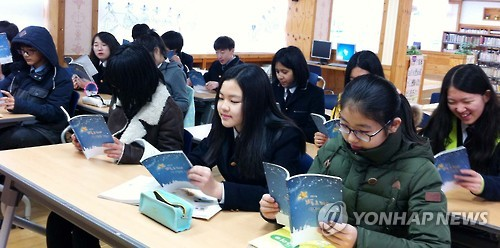 A recent study has revealed that higher income groups spend eight times more money on education per month compared to lower income groups. Considering that education is often seen as a means to improving social status, some are concerned that the wide disparity in education expenditures is leading to a rigid social structure, and making upward social mobility much more difficult. (Image : Yonhap)