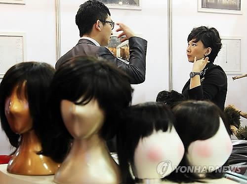 South Korea's market for hair-loss-related products, including wigs, is currently estimated at 3 trillion won (US$2.47 billion), industry sources said Wednesday, with the figure set to increase down the road as more people in the country get stressed. (Image : Yonhap)