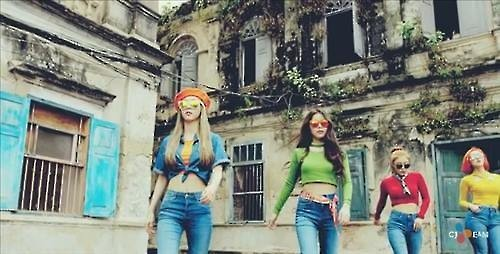 "MAMAMOO (Image : Captured from the official music video of ""Um Oh Ah Yeh"" on Youtube)"